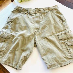 Wrangler tan cotton cargo shorts 34